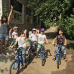 Սովորում ենք երկականի հեծանիվ վարել